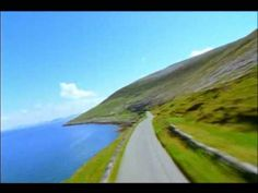 Ireland - Flying through the country Prendete fiato . ed iniziate a volare Love Ireland, Ireland Travel, Tourism Ireland, Country Music Videos, Country Playlist, Trailer Peliculas, Scotland Vacation, Trailers, England Ireland