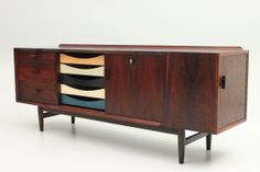Small rosewood sidebord with original colored drawers from 1960. Designed by Danish Arne Vodder and produced by Sibast Møbelfabrik, Danmark. www.reModern.dk
