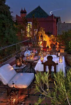 Riad Kaiss - Maroc Désert Expérience tours www. Riad Kaiss - Marokko Desert Experience Touren www. Rooftop Dining, Rooftop Terrace, Terrace Garden, Rooftop Party, Rooftop Decor, Rooftop Lounge, Rooftop Gardens, Design Marocain, Style Marocain