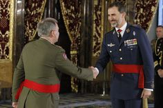 King Felipe welcomes a member of the Spanish Army for the military audience at the Royal Palace.