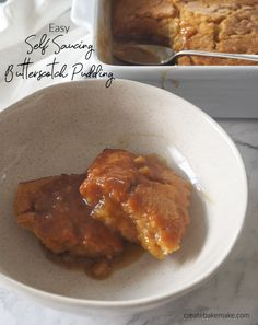 Looking for the BEST self saucing pudding recipe? Well you've found it! This easy Self Saucing Butterscotch Pudding requires just a few pantry staples and is super simple to put together. Both regular and Thermomix instructions included. Fun Easy Recipes, Sweet Recipes, Easy Meals, Pudding Recipes, Dessert Recipes, Thermomix Desserts, Delicious Desserts, Self Saucing Pudding, Butterscotch Pudding