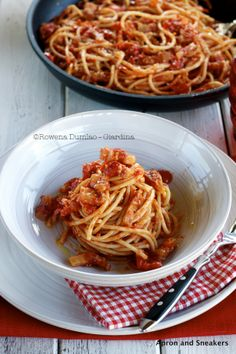 Apron and Sneakers - Cooking & Traveling in Italy: Spaghetti all'Amatriciana