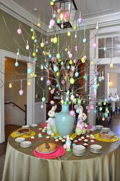 Celebrate the joy of this season along with nature with some adorable Easter tree decoration ideas. Don't Know How To Make An Easter Tree Browse 50 Beautiful Eater Decoration Ideas. Easter will marks the beginning of spring for many of us. Easter Tree Decorations, Easter Wreaths, Easter Centerpiece, Spring Wreaths, Easter Table, Easter Party, Hoppy Easter, Easter Eggs, Easter Bunny