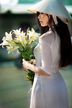 Vietnamese Traditional Dress, Traditional Dresses, Asian Hotties, Beautiful Asian Women, Ao Dai, White Girls, Asian Fashion, Absolutely Gorgeous, Asian Woman