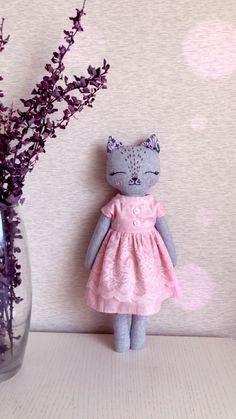 #softtoy#softdoll #clothdoll#artdoll#heirloomdoll#kittitoy Softies, Plushies, Dolly Doll, Toy Organization, Rag Dolls, Handmade Dolls, Diy Toys, Stuffed Toys Patterns, Sewing Crafts