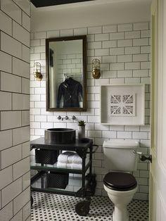 Contrasting toilet lid, antique handle