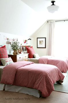 Savvy Southern Style : The Cutest Christmas Bedroom Farmhouse Bedroom Decor, Country Farmhouse Decor, French Country Decorating, French Country Bedrooms, Christmas Bedroom, Guest Bedrooms, Guest Room, Beautiful Bedrooms, Decoration