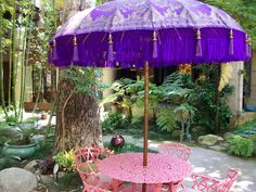 A taste of Bali Hi in this Pasadena, California Garden! Love the umbrellas that take you there!