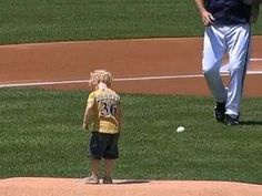 Watch Three Year Old Grandson Of Brewers Bench Coach Throws Out First Pitch Coach Grandsons Pitch