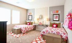 Perfect for two peas in a pod, we adore this bedroom from Lennar Las Vegas with pops of pink #pink #bedroom
