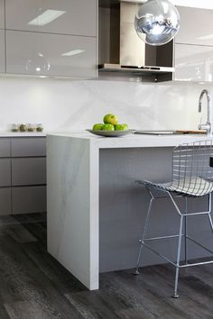 ideas kitchen grey granite carrara marble for 2019 - Marble Kitchen Stone Benchtop Kitchen, Kitchen Flooring, Kitchen Countertops, Kitchen Furniture, Kitchen Interior, New Kitchen, Kitchen Decor, Kitchen Grey, Kitchen Ideas