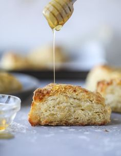honey cheddar black pepper scones I howsweeteats.com #scones #honey #cheddar #blackpepper
