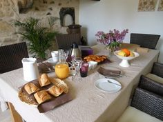 petits-déjeuners Provence, Grand Gite, Table Settings, Morning Breakfast, Place Settings, Aix En Provence, Tablescapes
