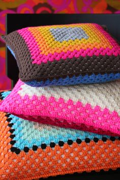 about – Granny Square Art Au Crochet, Crochet Home, Love Crochet, Crochet Granny, Learn To Crochet, Crochet Crafts, Crochet Projects, Crochet Cushion Cover, Crochet Cushions