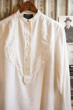 上) LAUREN white linen pull over Shirt下) LAUREN white dress bib Shirtそれぞれ古いメンズのドレスシャツをデザインに落とし込み、ラルフローレンらしく品良く仕上げられた LAUREN のシャツ。どちらも白シャツとしては状態がよく、着まわしできるオーソドックスアイテムとして役立ってくれそうです。