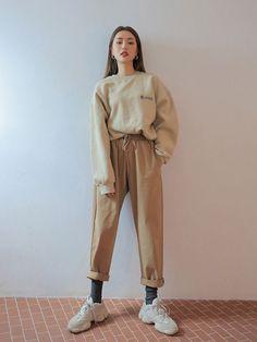 Ulzzang Fashion, 80s Fashion, Cute Fashion, Look Fashion, Fashion Outfits, Classy Fashion, Modest Fashion, Hijab Fashion, Fashion Online