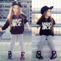 Do you ever see photos of kids who are this fashion forward and wonder if you'll ever catch up? Here are 25 stylish kids who are way more fashionable than the… Outfits Niños, Hip Hop Outfits, Dance Outfits, Kids Outfits, Fashion Kids, Little Girl Fashion, Babies Fashion, Club Fashion, Fashion Black