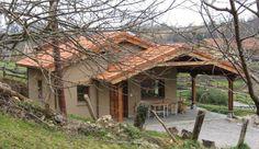 """Casa rural Asturias. Casa rural de 3 """"triskeles"""" (máxima categoría en el Principado de Asturias) para dos personas en finca independiente de 1250 m² en el pueblo de San Román, a 3 km de Infiesto, la capital del concejo de Piloña y a 29 km de Covadonga y los lagos (Picos de Europa). http://www.casa-rural-asturias.com/"""
