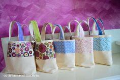 Tutorial gratuito di cucito creativo per realizzare le Summer's Bags ovvero delle borse per l'estate in stoffa, facili, colorate e divertenti.