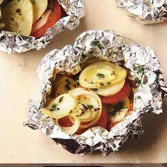 Aardappel en tomaatpakketjes Tasty Dishes, Side Dishes, Mini Quiches, Muesli, Quesadillas, Finger Foods, Barbecue, Good Food, Cooking Recipes