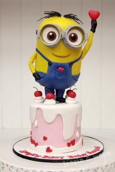 Minion cake...so adorable I don't know if I could eat it!
