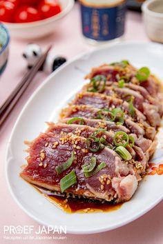Tonijn tataki (maguro tataki)   Proef Japan Tuna Recipes, Baby Food Recipes, Asian Recipes, Healthy Recipes, Healthy Food, Sushi Japan, Food Japan, Deli Food, Food Design