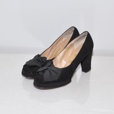 I often think wonder how women in the 40s/50s constantly wore heels even while doing heavy shopping, then I remember they had sensible heels back then! How does anyone wear stiletos for more than a photo shoot?  1940s bow pumps.