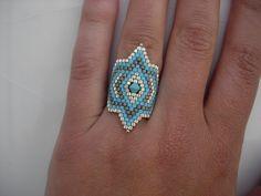 Bisaneta: Verano Beaded Rings, Beaded Necklace, Beaded Bracelets, Beaded Jewelry Designs, Seed Bead Jewelry, Pony Bead Patterns, Beading Patterns, Handmade Beads, Handmade Jewelry