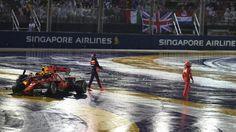 Max Verstappen Red Bull Racing RB13 and Kimi Räikkönen Ferrari SF70-H crashed at the race start in Singapore Grand Prix - Sunday 17 September 2017