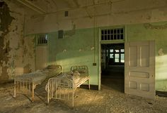 Urbex !: Jeremy Harris immortalise des asiles abandonnés !