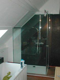 badkamers met schuin plafond en douche - Google zoeken