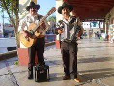 """""""Músicos ambulantes"""". Tepotzotlán. By Teresa Irene Barrera Figueroa."""