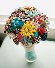 5 Pretty Brooch Bouquets! (plus How To Make Your Own)