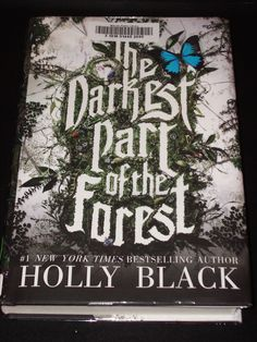 The main reason I got into Holly Black was because of her tales of the faeries. Tithe, Ironside, and Valiant were my favorite books when I was in high school. In 2013, she dabbled into the world of vampires and it was an okay book but had nothing on the faerie tales she wrote. So when I heard about this new novel I was really excited and she did not disappoint.