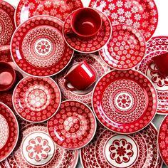 Un rouge lumineux pour cette vaisselles