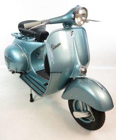 Vespa 150 VBA vintage scooter in rare original condition and paint / colour. Blue / Blau