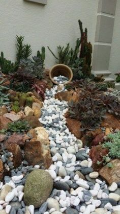 Popular Backyard Rock Garden Ideas 11
