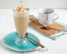 Dit is het allereerste recept voor frappuccino dat ik met je deel! Om de een of andere reden leek het me nooit zo lekker, zo'n koude koffiedrank. Maar na het proeven van deze romige frappuccino was ik verkocht. Dit is lekker!