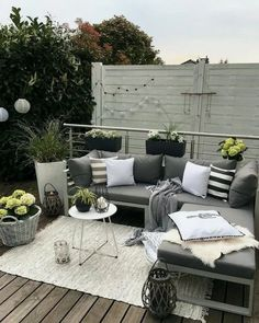42+ Awesome Pallet Wood Patio Furniture Ideas #apartmentdesign #apartmentdecor #apartmentideas ~ Gorgeous House