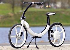 独Volkswagen社がデザインした電気自転車『Bik.e』。折りたたみ式でトランクの中で充電でき、駐車した後これで出かけられるというコンセプトだ。
