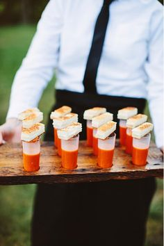 6 Creative, Tasty Wedding Food Pairings for Cocktail Hour