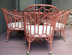 Mesa de patio et huit sillas estilo chino de Hollywood Regency de imitación de bambou chinois Chippendale NOUVELL. Bamboo Furniture, Painted Furniture, Furniture Design, Upcycled Furniture, Vintage Furniture, Outdoor Furniture, Hollywood Regency, Patio Vintage, Vintage Kitchen