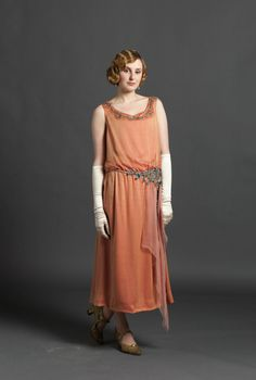 Lady Edith, The (Almost) Roaring Twenties Fashion of 'Downton Abbey' Season 3 Downton Abbey Season 3, Downton Abbey Series, Downton Abbey Costumes, Downton Abbey Fashion, 20s Fashion, Vintage Fashion, Fashion Outfits, 1914 Fashion, Party Kleidung