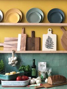 Home Improvement 2955555990822986 - Cuisine vert et jaune Source by JoliPlace Home Improvement, Kitchen Niche, Decor, House Interior, Yellow Kitchen, Interior, Kitchen Remodel, Ikea Kitchen, Home Decor