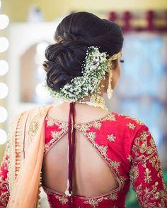 30 Best Floral Bridal Bun Hairstyles For This Wedding Season! Blouse Designs Catalogue, Bridal Hair Buns, Bridal Hairdo, Indian Bridal Hairstyles, Bride Hairstyles, Bridal Looks, Bridal Style, Flower Bun, Flower Hair