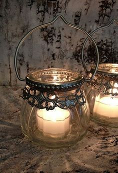 Ana Rosa this could be an idea for a tree decoration with battery tea lights in them! Bougie Partylite, Bougie Candle, Lantern Lamp, Candle Lanterns, Luminaria Diy, Deco Luminaire, Art Deco Stil, Vintage Lanterns, Candle In The Wind