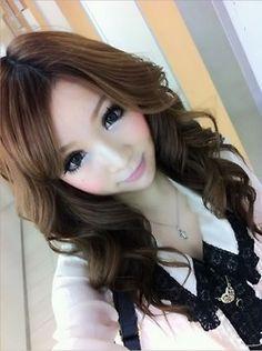 Absolutely gorgeous Gyaru, I love her make-up!
