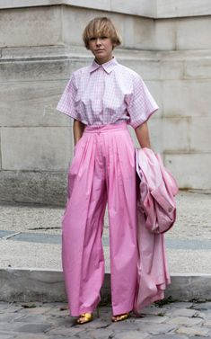 Pastels In Street Style. 53 winning street style looks from Paris Fashion Week to inspire your autumn wardrobe Pink Fashion, Fashion Week, Fashion Outfits, Fashion Trends, Style Fashion, Monochrome Fashion, Paris Fashion, Fashion Spring, Monochrome Outfit