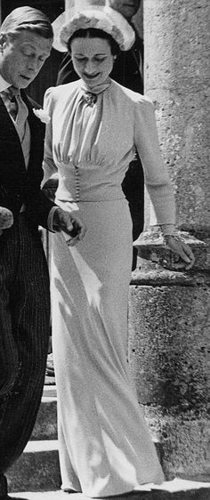 Wedding of Prince Edward, Duke of Windsor to Wallis Warfield, at the Chateau de Cande in Wallis wore a specially created shade 'Wallis Blue' by Mainbocher. Wallis Simpson, Windsor, Royal Brides, Royal Weddings, Royal Monarchy, Isabel Ii, British Royal Families, Moda Fashion, Royalty