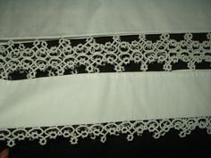 Vintage 1930s 1950s Wide Tatted Lace Insets Trim Pair White Pillowcases - The Gatherings Antique Vintage